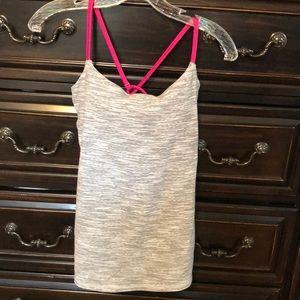 NWOT Lululemon top with removable cups